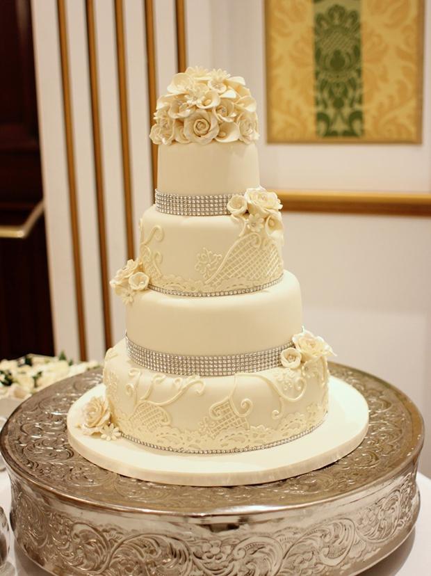 14 Amazing Wedding Cakes for a Winter Wedding | weddingsonline