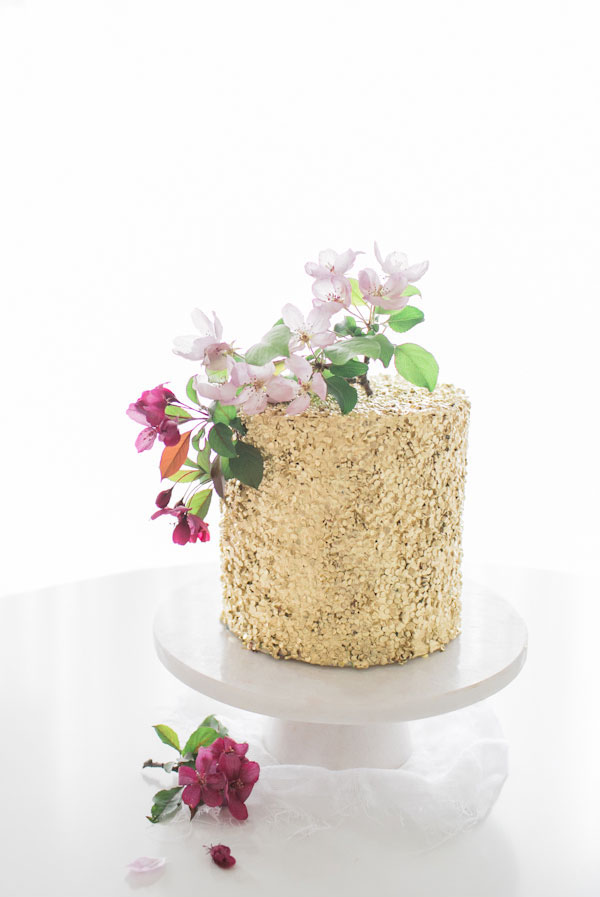 gold_sequin_one_tier_wedding_cake
