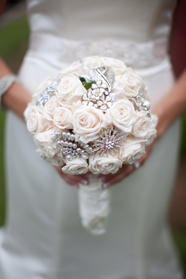 18 Incredible Bridal Brooch Bouquets | weddingsonline