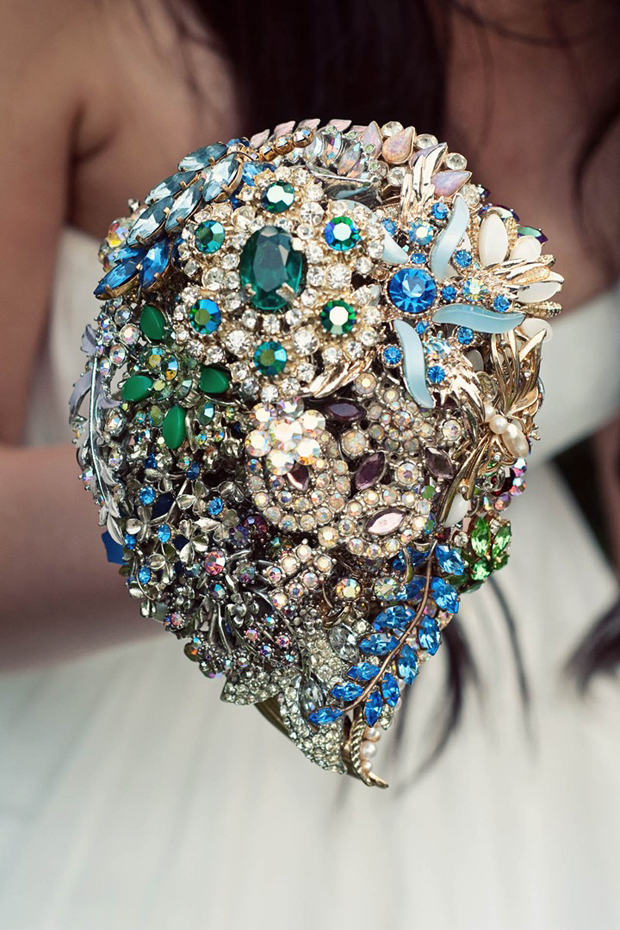 vintage-bblue-green-teardrop-bridal-brooch-bouquet