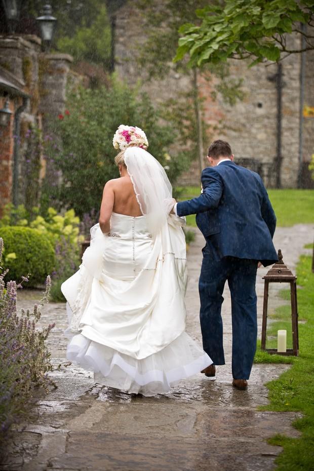 15-Rainy-Day-Wedding-Bride-Groom-Running-in-Rain