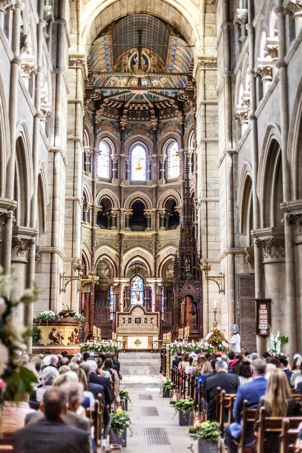 16_Fin_Barres_Cathedral_Ireland_Wedding