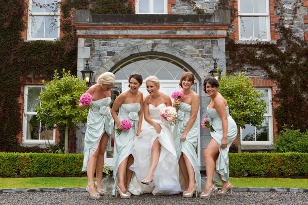 20_Fun_Wedding_Photos_Bridesmaids_Mint_Green_Dresses (1)