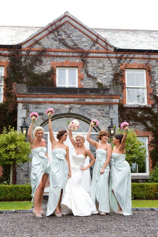 20_Fun_Wedding_Photos_Bridesmaids_Mint_Green_Dresses (2)