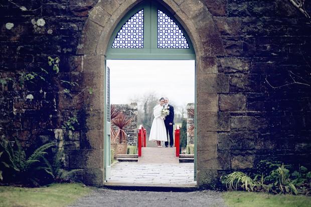 23_Christmas_Wedding_Bride_Groom_Arch