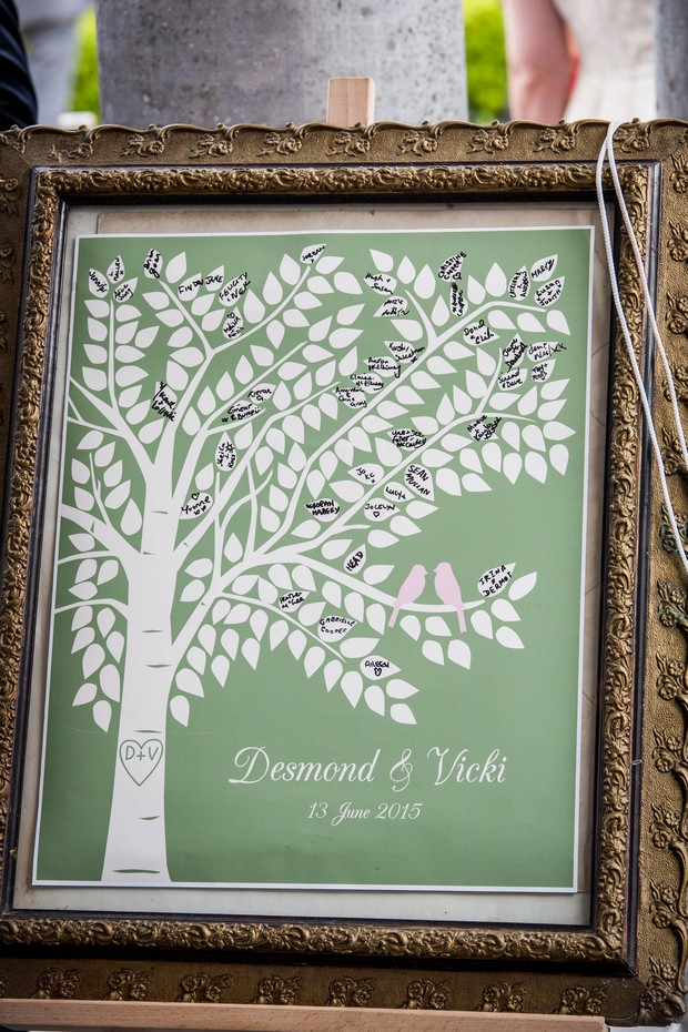 28_Alternative_Wedding_Guestbook_Framed_Tree_Leaves