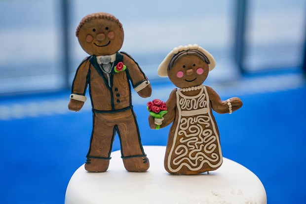 28_Christmas_Wedding_Cake_Topper_Gingerbread_Bride_Groom