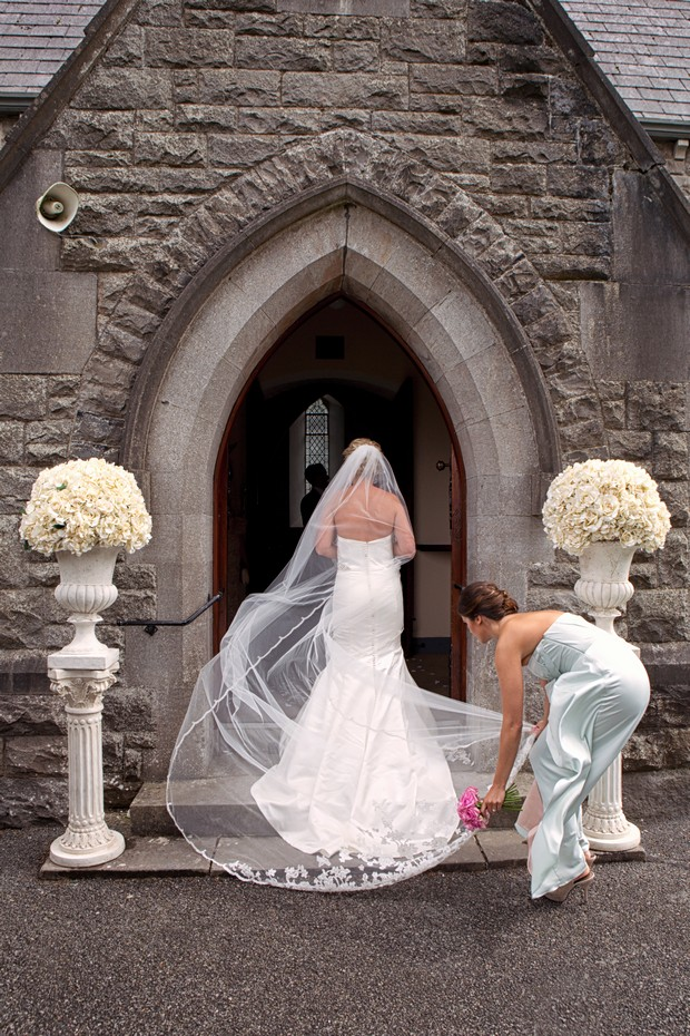 3-Wedding-bride-entering-church_David_Maury_Photography