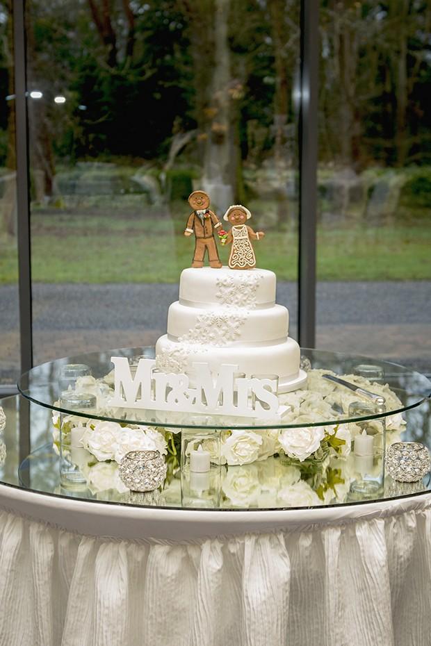 32_Christmas_Wedding_Ideas_Cake_Topper