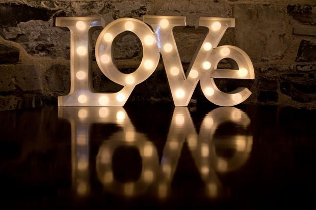 32_Giant_LED_Love_Sign_Wedding_Dancefloor