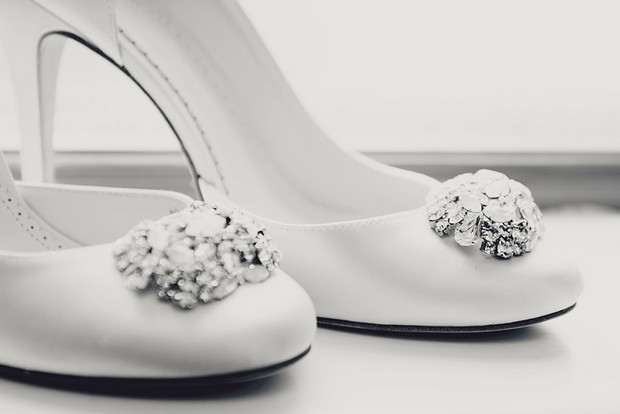 3_White_Wedding_Shoes_Pumps_Rhinestone_Clip_Detail
