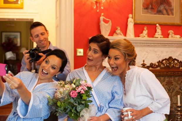 4_Bride_Bridesmaids_Taking_Selfie
