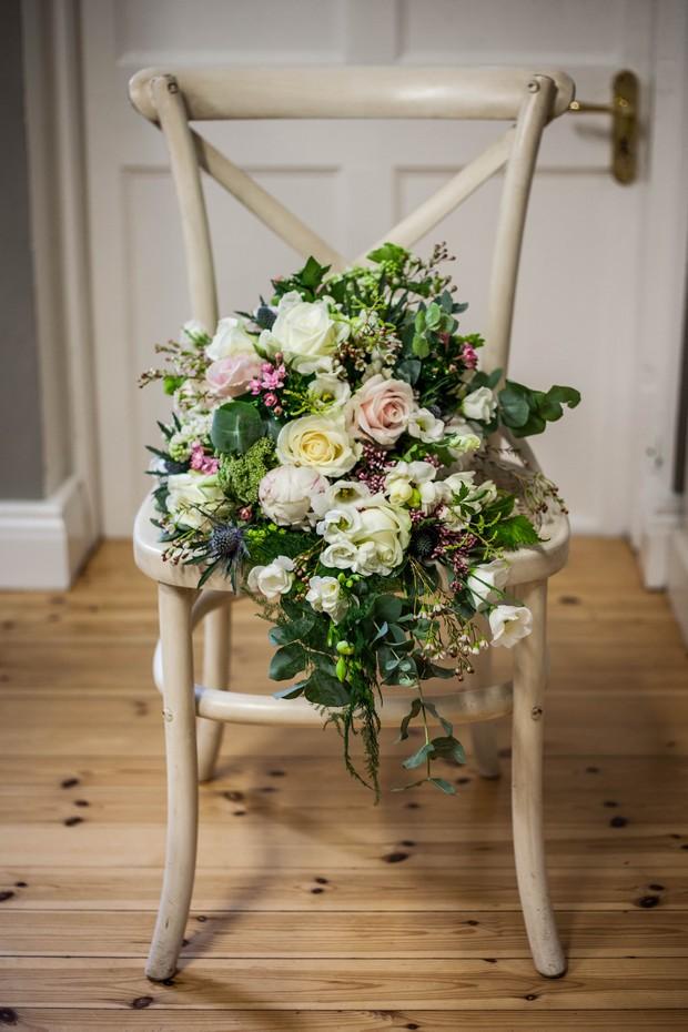 5_Oversized_Winter_Rose_Wedding_Bouquet_White_Green