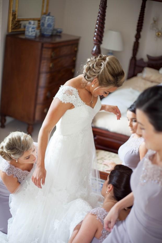 7_Bridesmaids_Fixing_Wedding_Dress