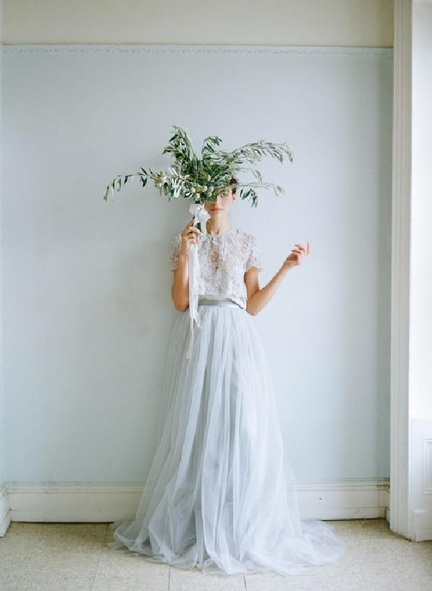 Vestidos-de-novia-etéreos-de-Alexandra-Grecco-en-weddingsonline-03