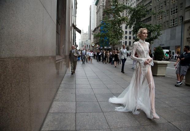 Modern_Long_Sleeve_Wedding_Dress_Collar_Inbal_Dror_2016