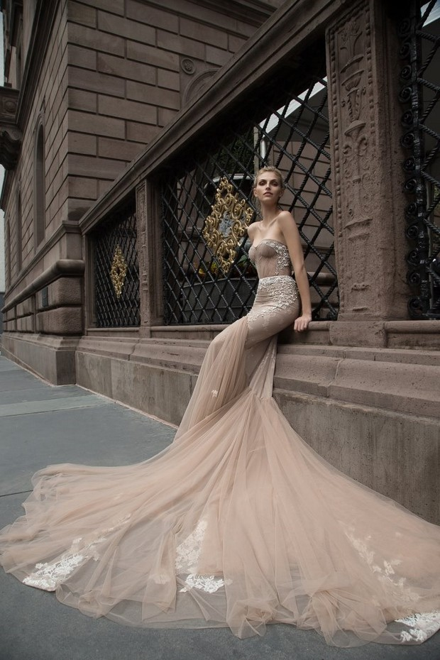 Wedding_Dress_Huge_Train_Chiffon_Ivory_Inbal_Dror_2016