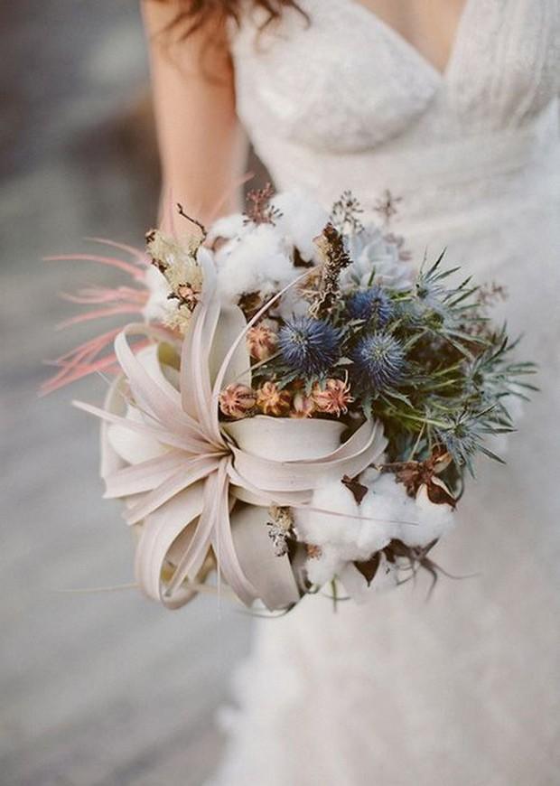 23 beautiful wedding bouquets for winter brides weddingsonline. Black Bedroom Furniture Sets. Home Design Ideas
