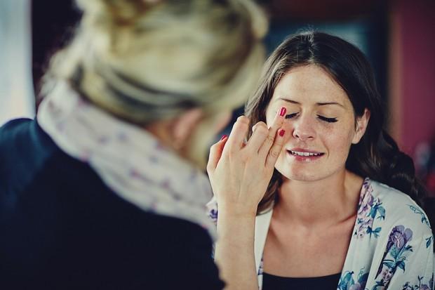 1-Bride-having-make-up-done (3)