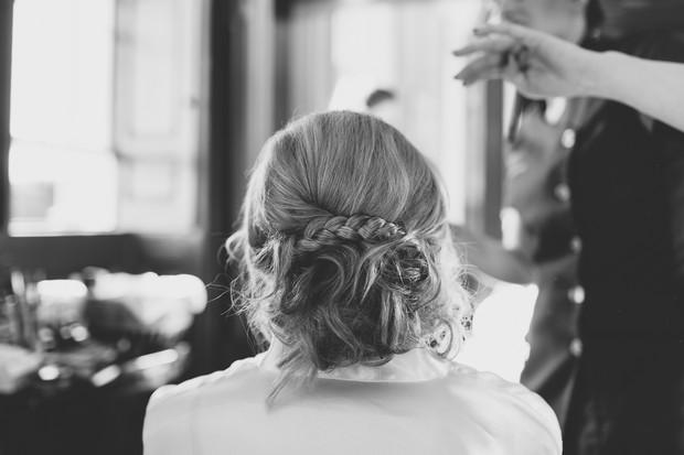 14_bride_having_hair_make_up_done_wedding_morning