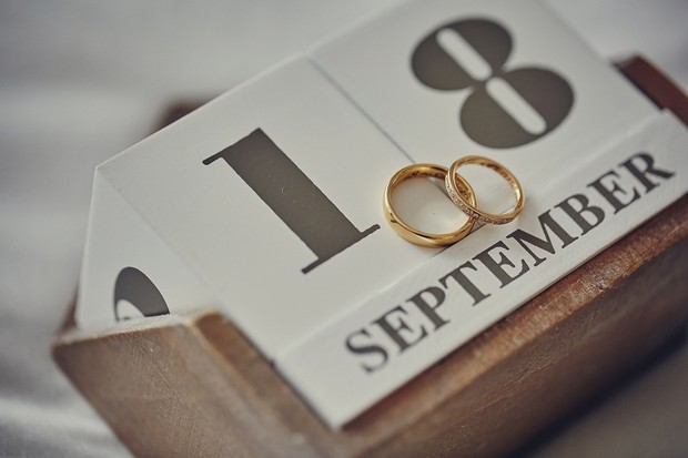 2-block-calendar-wedding-rings