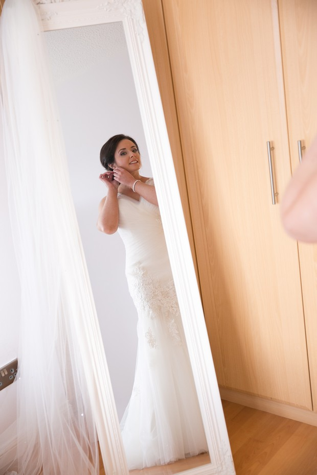 20_bride_in_mirror_dress_fitting