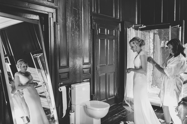21_mother_helping_bride_with_wedding_dress