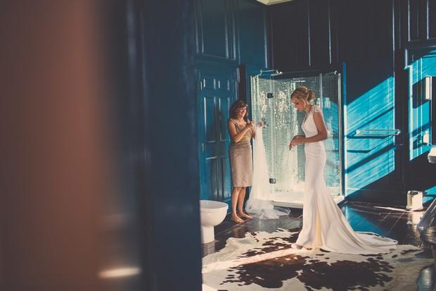 24_stylish_bridal_suite_ireland_bride_mother_portrait