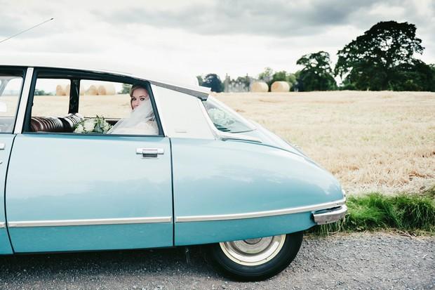 25_Vintage_blue_renault_citron_wedding_car_serenity (3)