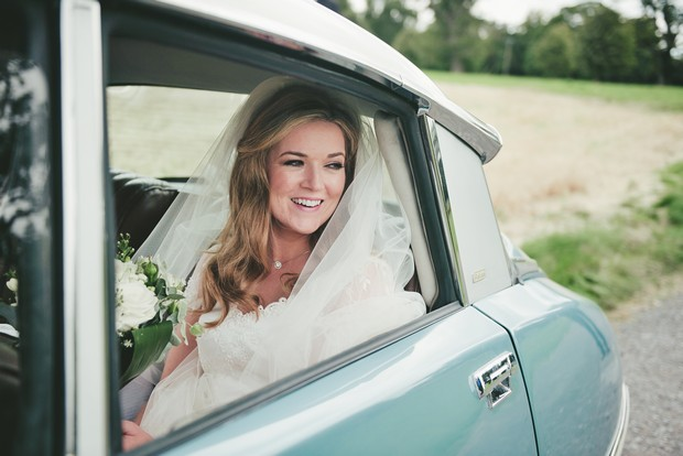 25_Vintage_blue_renault_citron_wedding_car_serenity (4)