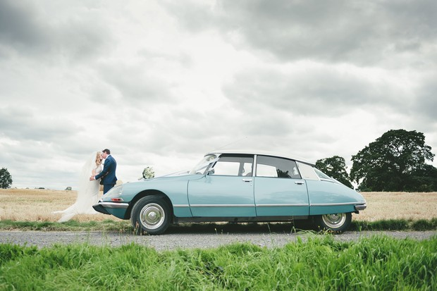 25_Vintage_blue_renault_citron_wedding_car_serenity (5)