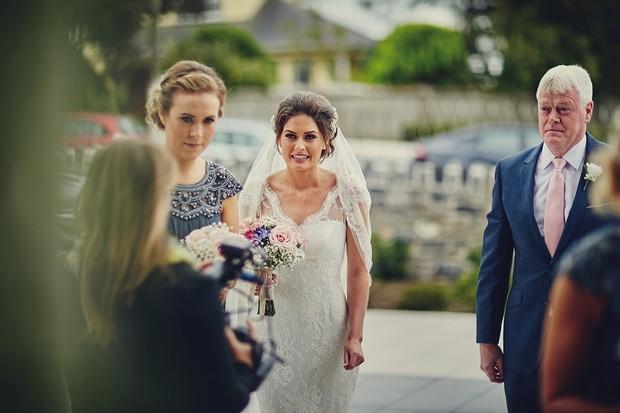 28-Bride-nervous-arrival-church
