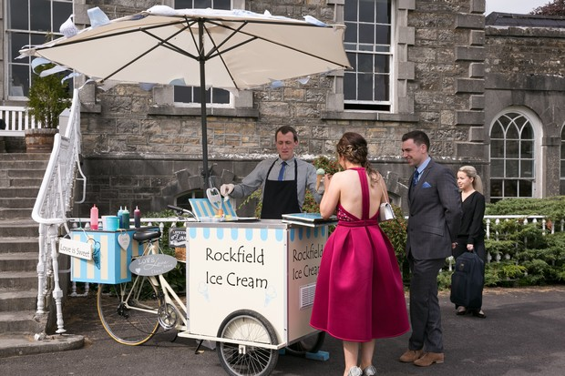 29_rockfield_ice_cream_post_wedding_ceremony_vintage_bicycle