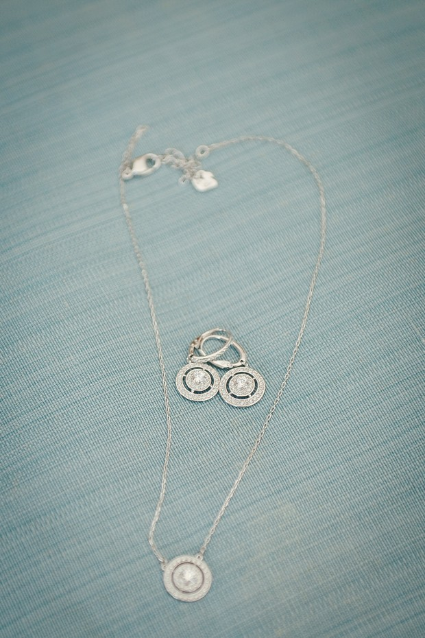 2_classic_wedding_jewellery_earrings_diamond_serity_blue