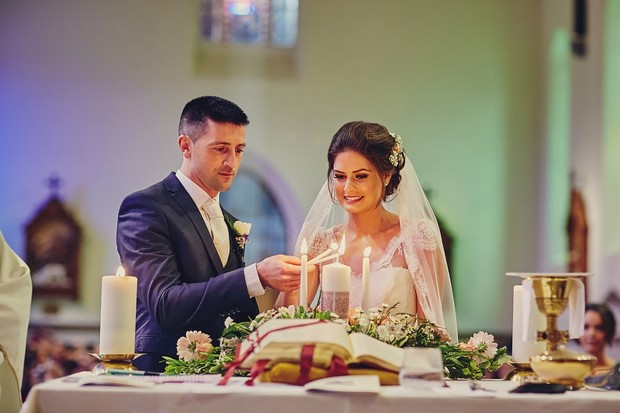 35-Wedding-photography-bride-groom-lighting-candle-church