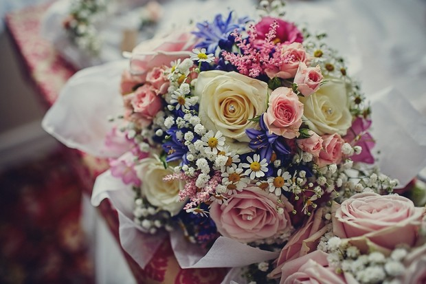4-colourful-summer-wedding-bouquet-daisies#