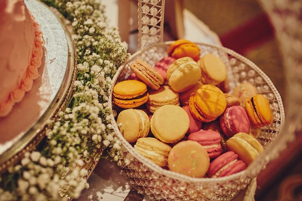 49-wedding-cake-table-with-macarons-basket