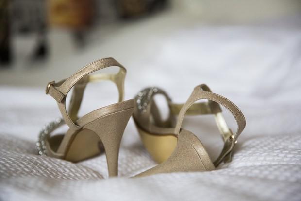 10-Vintage-Gold-T-Bar-Wedding-Shoes