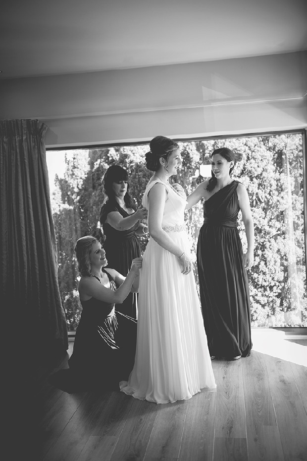 10-bridesmaids-helping-bride-with-dress