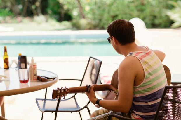 10-relaxed-wedding-morning-guitar-pool-Matt+Lena_Photography