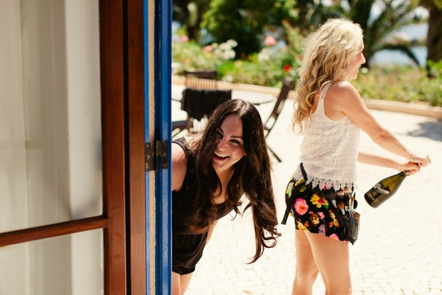 11-fun-destination-wedding-morning-champagne-bridesmaids-Matt+Lena-Photography