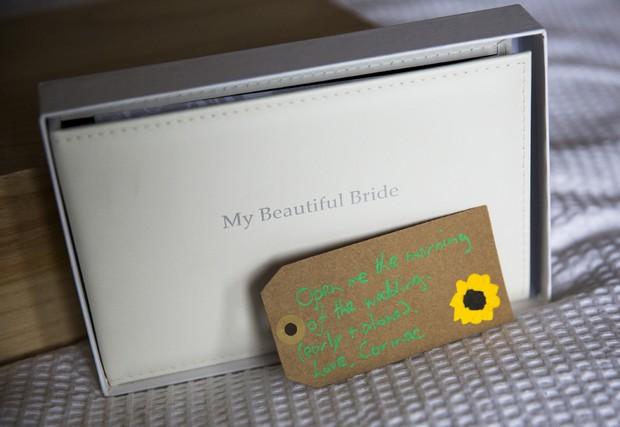 12-groom-gift-to-bride-open-wedding-morning