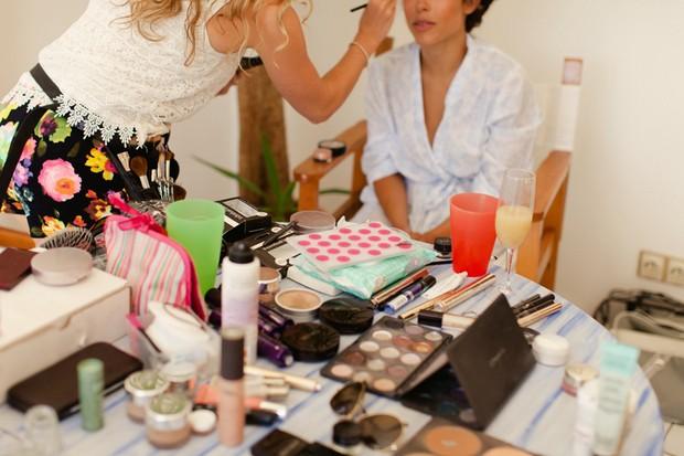 14-destination-wedding-bride-make-up-morning-Matt+Lena-Photography