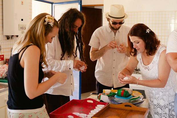 15-Making-cupcakes-DIY-wedding-morning-guests-help-Matt+Lena_Photography