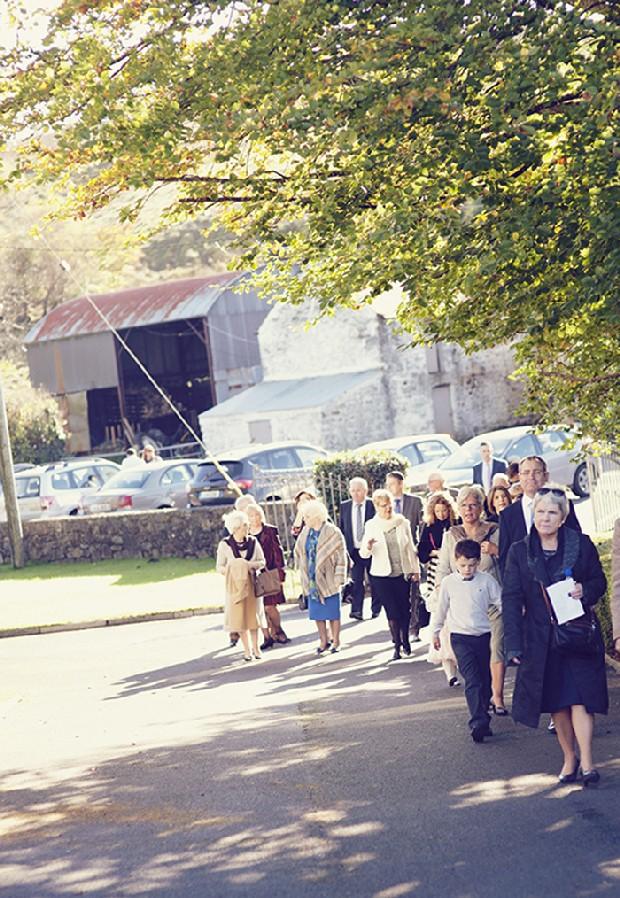 15-wedding-guests-walking-to-church