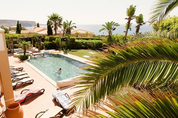 1_Real_Wedding_Algarve_Portugal_Swimming_Pool_Matt+LenaPhotography