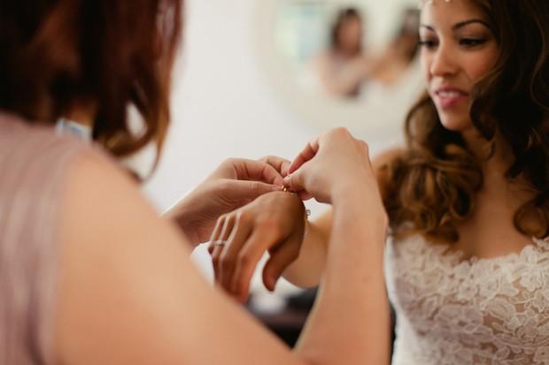 20-putting-bracelet-jewellery-on-bride