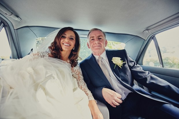 22-bride-and-father-in-wedding-car-classic-photo