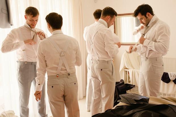22-stylish-groomsmen-white-beach-wedding-suits