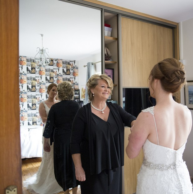 24-bride-and-mother-first-look-dress
